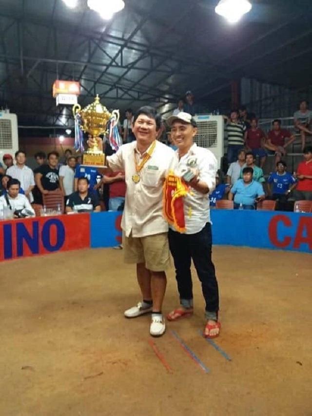 Anh Phuc Binh Duong Ben trai